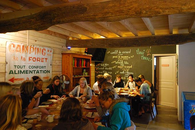 Bar Restaurante El Aprisco del camping Bosque de Lourdes